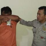 Tersangka berikut barang bukti ketika diamankan di Mapolsek Ngadiluwih. (Foto: Istimewa)