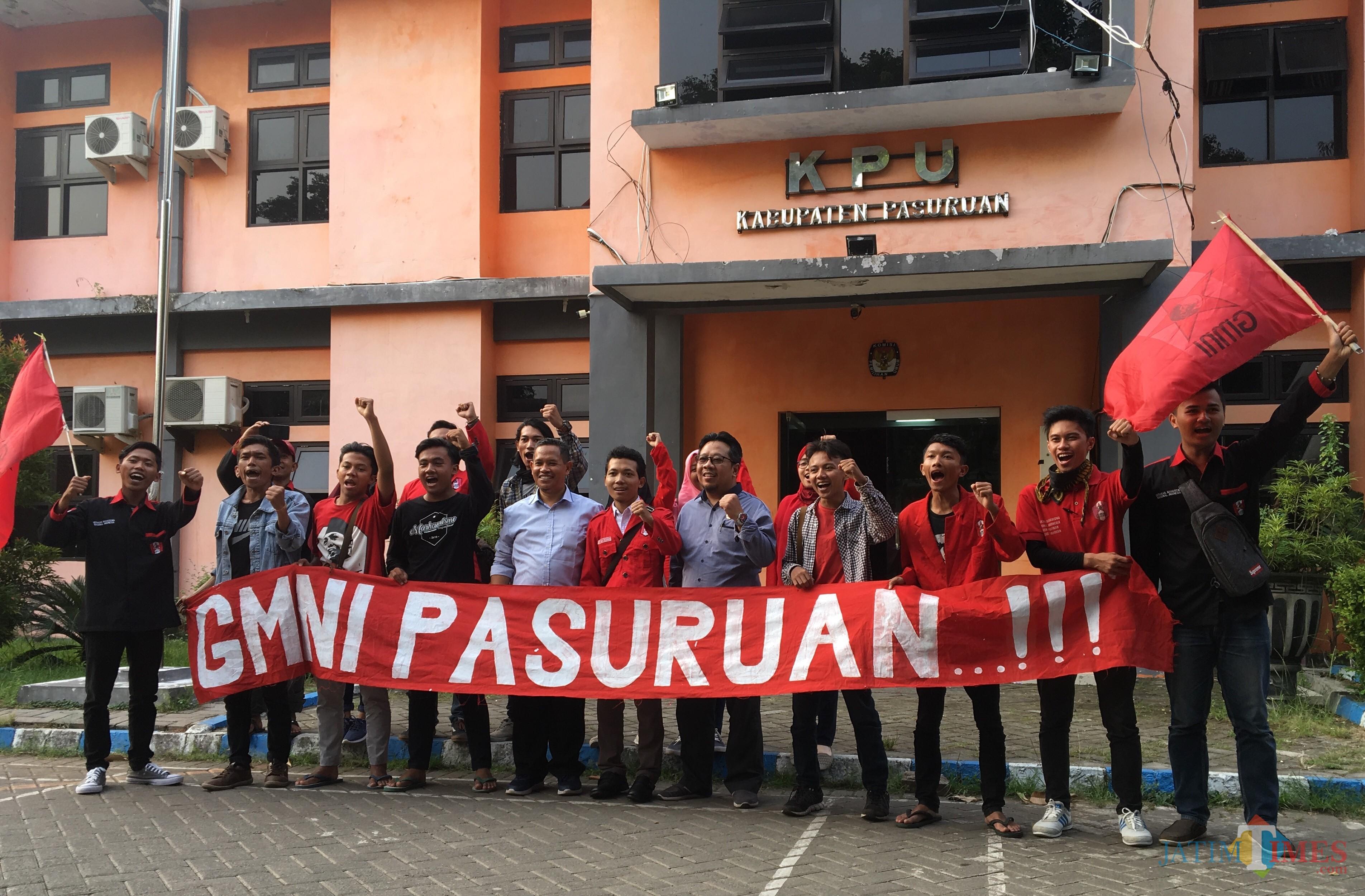 Aktifis GMNi di KPU Kabupaten Pasuruan.