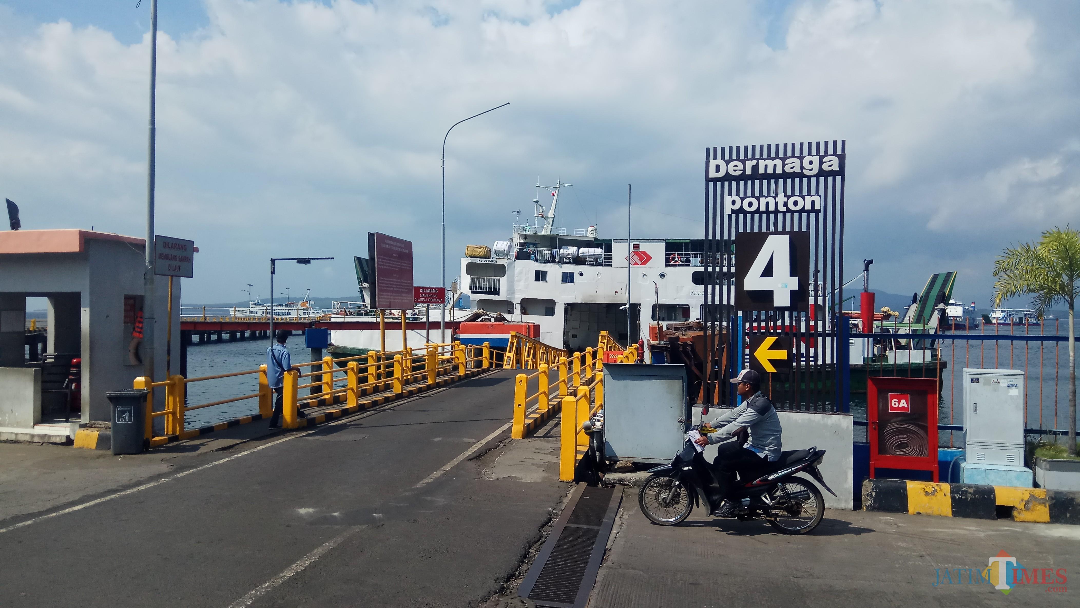 Dermaga Ponton Pelabuhan Ketapang sudah kembali digunakan untuk bongkar muat penumpang