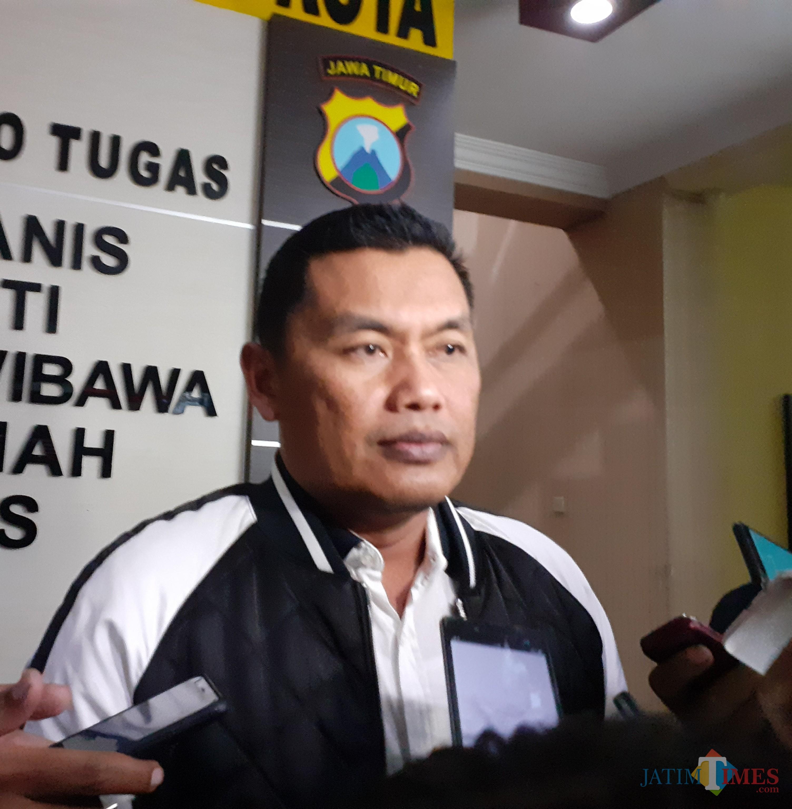 Kapolres Malang Kota AKBP Asfuri saat menemui awak media (Arifina Cahyanti Firdausi/MalangTIMES)