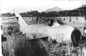Pesawat Mig-17 setelah melakukan penembakan di Istana Presiden. (Ist)