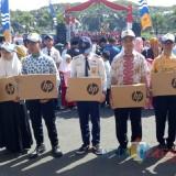 SMPN 3 Kota Malang saat menerima hadiah di ajang Lomba Website SMP Se-Kota Malang dalam rangka Journalist Camp 2019. (Foto: Dokumentasi SMPN 3 Kota Malang)