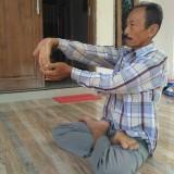 Triman, praktekkan satu gerakan Therapy Yoga yang bermanfaat bagi kesehatan manusia / Foto : Anang Basso / Tulungagung TIMES