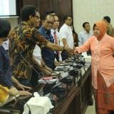 Wali Kota Risma bersama tim