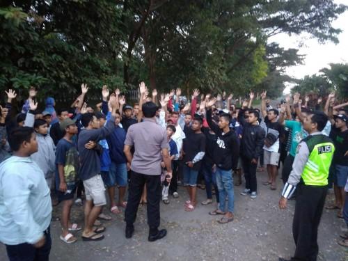 Ratusan sepeda motor dan pelaku balap liar saat diamankan dan ditilang jajaran kepolisian, Kecamatan Singosari (Foto : Polsek Singosari for MalangTIMES)