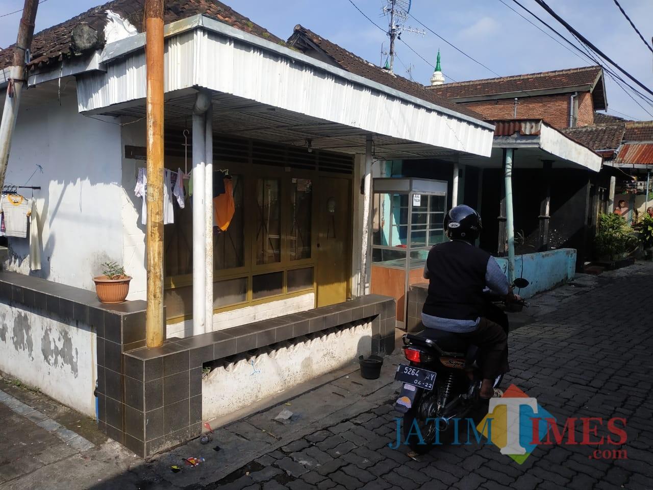 Rumah kosong yang terkadang menjadi lokasi pelaku tidur (Anggara Sudiongko/MalangTIMES)