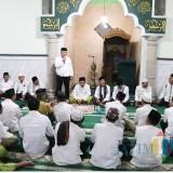 Wabup Malang Sanusi saat memberikan ceramah di safari ramadan keempat di Masjid Nur Ismail