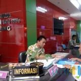 Layanan mengurus izin di DPMPTSP Kota Malang. (Pipit Anggraeni)