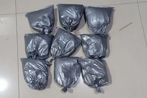 Barang bukti 4,5 Kg serbuk petasan yang diamankan petugas. (Foto: Istimewa)
