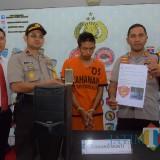 Pelaku Huda ditangkap Polres Blitar dan diamankan dengan sejumlah barang bukti ujaran kebencian.