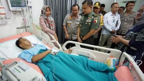 Praka Yudha ketika dijenguk di rumah sakit