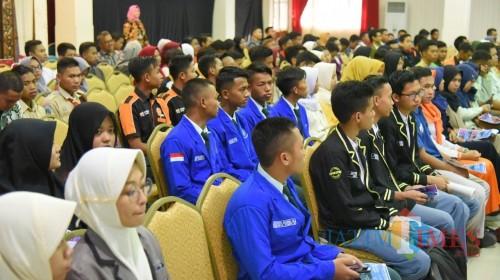 Ratusan ketua kelas SMK dan SMA jurusan TIK saat mendapatkan pemaparan tentang Digital Tallent Scholarship dari Bupati Jember (foto : istimewa / JatimTIMES)