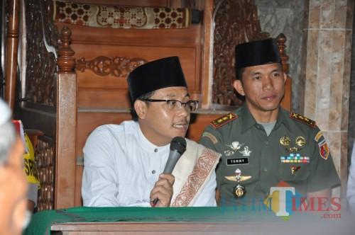 Wali Kota Malang Drs. Sutiaji saat memberikan ceramah di Masjid Halal dalam Safari Ramadan hari terakhir, Jumat (17/5/2019) (Hendra Saputra)