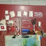 Barang bukti sabhu dan dobel L diamankan di Polsek Ngunut / Foto : Dokpol / Tulungagung TIMES