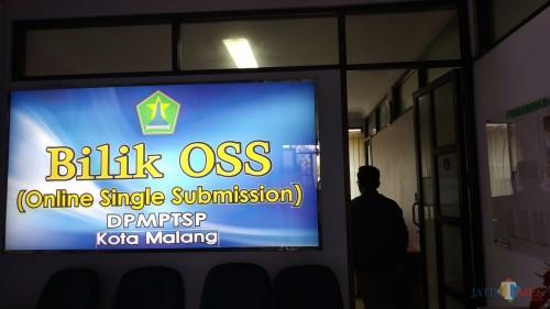 Bilik OSS DPM PTSP Kota Malang dapat diakses untuk memberi kemudahan bagi pengusaha yang akan membuat izin usaha. (Pipit Anggraeni/MalangTIMES).