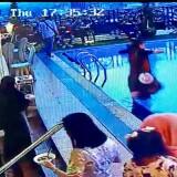 Lihat Rekaman CCTV, Sekelompok Wanita Menertawai Seorang Ibu yang Niat Berbuka Puasa Tercebur ke Kolam Renang