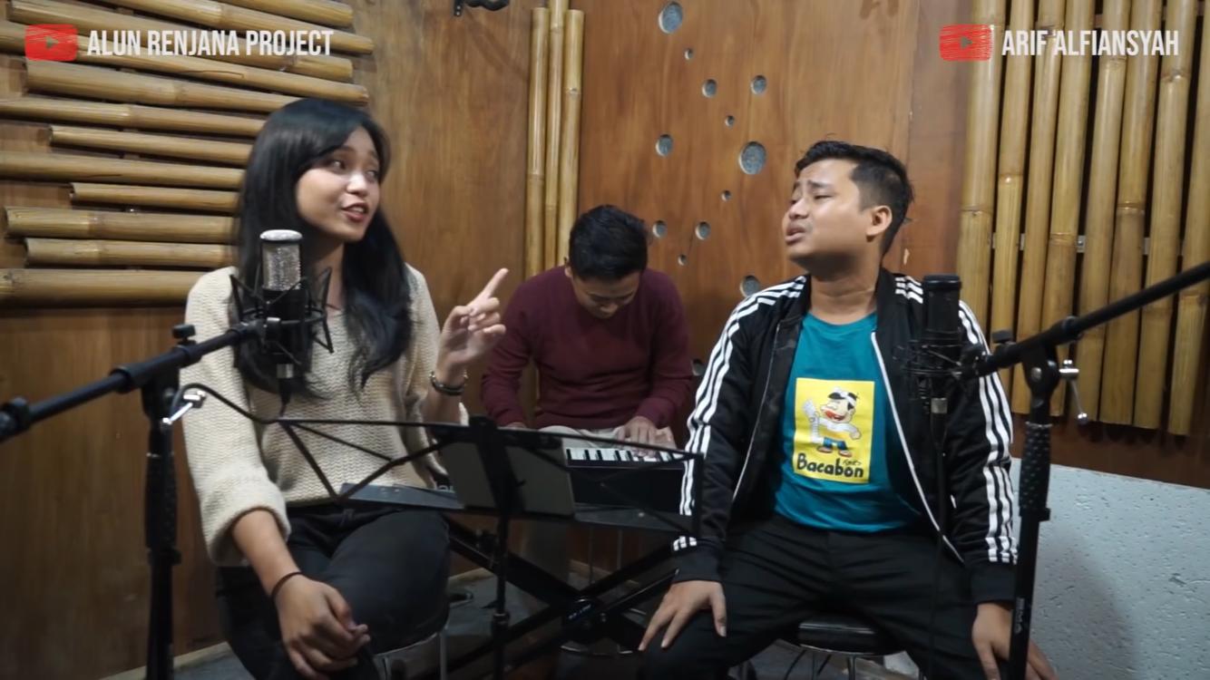 Alun Renjana Project saat meng-cover lagu�Yovie & Nuno berjudul Janji Suci bersama Arif Alfiansyah. (Foto: youtube�Alun Renjana Project)