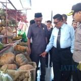 Plt Wali Kota Blitar dan Forpimda saat sidak pangan di Swalayan.(Foto : Team BlitarTIMES)