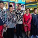 Kepala Disdik Kabupaten Malang M. Hidayat (tiga dari kanan). (Nana)