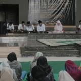Bedah buku Muhammad SAW The Super Leader Super Manager di Unisba Blitar berjalan sukses.(Foto : Aunur Rofiq/BlitarTIMES)