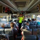 Petugas kepolisian saat menggelar razia cipta kondisi guna mengantisipasi pergerakan massa people power, Kabupaten Malang (Foto : Humas Polres Malang for MalangTIMES)