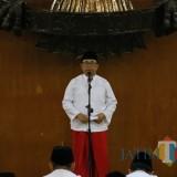 Bupati Blitar Rijanto saat menyampaikan sambutan pada peringatan Nuzulul Quran di Pendopo RHN