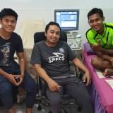Dokter tim Arema FC, dr. Nanang Tri Wahyudi saat bersama Jefri Kurniawan dan Hendro Siswanto (instagram @dokternanang)