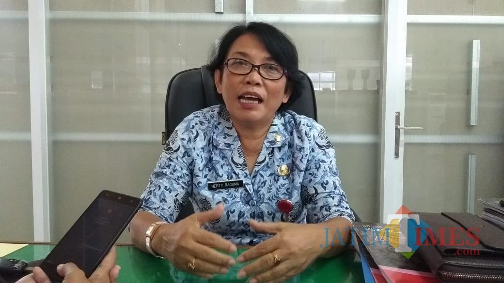Kabid  Penanaman Modal Dinas Penanaman Modal Tenaga Kerja dan Pelayanan Terpadu Satu Pintu (DPMNaker-PTSP) Pemkot Blitar Herty Rachma.(Foto : Team BlitarTIMES)