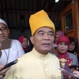 Mendikbud Muhadjir Effendy saat diwawancarai wartawan. (Foto: Imarotul Izzah/MalangTIMES)