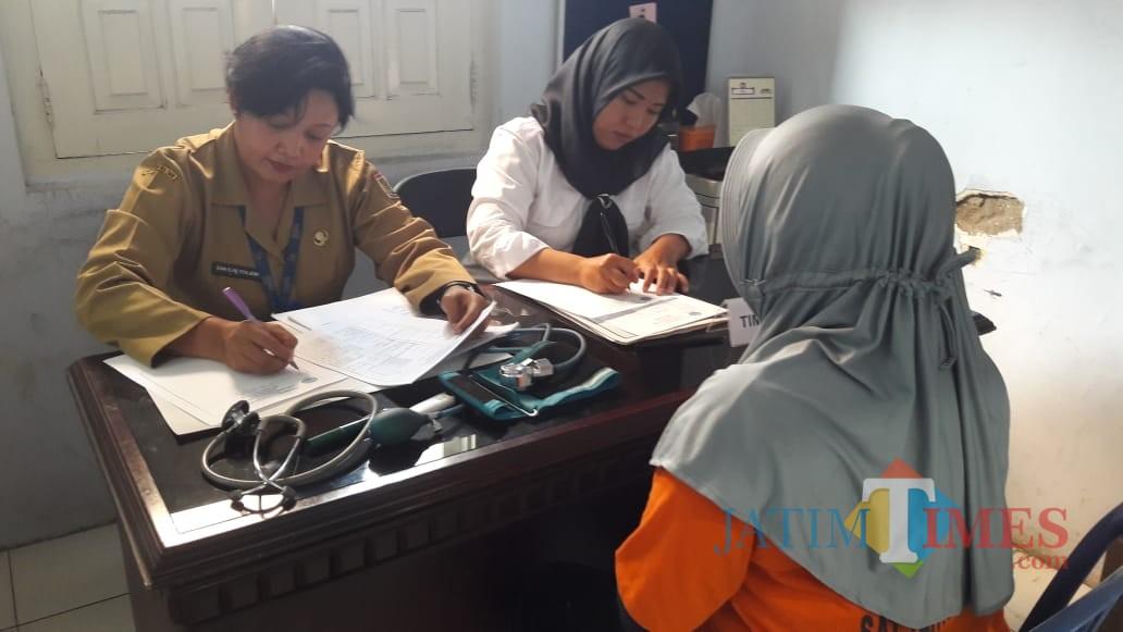 Peserta asesmen terpadu saat menjalani serangkaian tes di kantor BNN, Kabupaten Malang (Foto : BNN Kabupaten Malang for MalangTIMES)