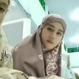 Salah satu perempuan terekam saat salat tarawih. (Foto: istimewa)
