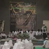 Acara sholawat dan pengajian akbar di Unisba Blitar.(Foto : Aunur Rofiq/BlitarTIMES)