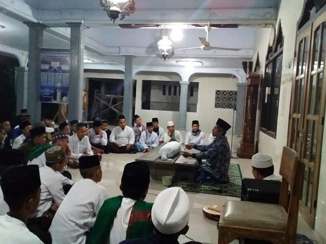 Aktivitas mengaji di Ponpes Nasyrul Ulum Modangan.(Foto : http://oniguz.blogspot.com/)
