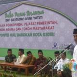Wali Kota Kediri Abdullah Abu Bakar saat memberikan sambutan di Pondok Pesantren Wali Barokah Kota Kediri. (eko Arif s /JatimTimes)
