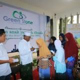 Green Stone Santuni Ratusan Anak Yatim, Kaum Duafa, dan Lansia. (Foto: Imarotul Izzah/MalangTIMES)