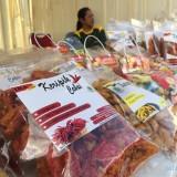 Salah satu produk UMKM di Pasar Murah Ramadan Balai Kota Among Tani. (Foto: Irsya Richa/MalangTIMES)