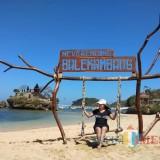 Salah satu spot foto Pantai Balekambang. (dok MalangTIMES)