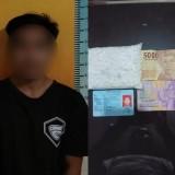 Tersangka Farizal Hadi Mu�minin beserta barang bukti narkotika saat diamankan polisi. (Foto : Humas Polres Malang for MalangTIMES)