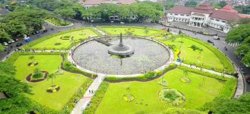 Taman Alun-alun Tugu, salah satu taman yang bakal terus mendapatkan perawatan dari petugas meski saat suasana liburan (Disperkim)