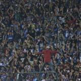 Aremania ketika mendukung Arema FC berlaga (Hendra Saputra)