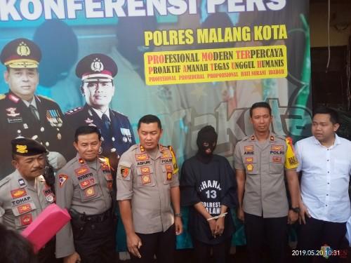 Polisi saat merilis pelaku pembunuhan dan mutilasi (Anggara Sudiongko/MalangTIMES)