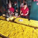 Purborini (baju merah) saat mengenakan tahu yang baru di produksi. (eko Arif s /JatimTimes)