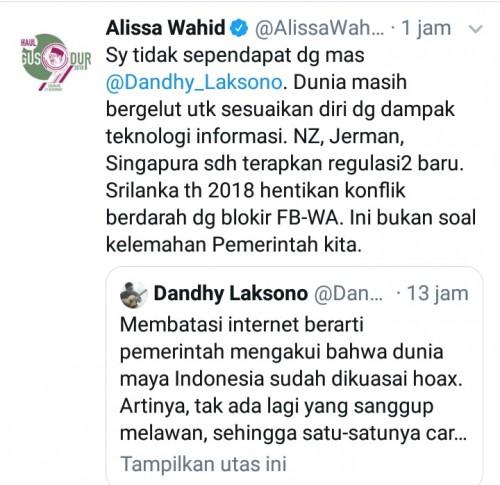 Cuitan Alissa Wahid di twitter terkait ramainya pembicaraan pembatasan media sosial (@alissawahid).