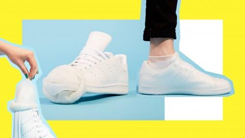 Kondom yang dipakaikan pada sepatu. (Foto: istimewa)