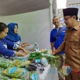 Wali Kota Malang Sutiaji saat melakukan pemantauan Pasar Murah Ramadan 2019 (Arifina Cahyanti Firdausi/MalangTIMES)