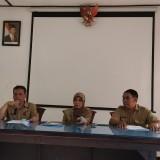Plt Kepala Barenlitbang Kota Malang, Supriyadi (paling kiri) saat persiapan jelang pemantauan tempat hiburan (Pipit Anggraeni/MalangTIMES).