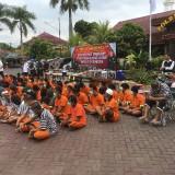 Ratusan tersangka saat sesi rilis hasil tangkapan Operasi Pekat Semeru 2019, Kabupaten Malang (Foto : Ashaq Lupito/ MalangTIMES)