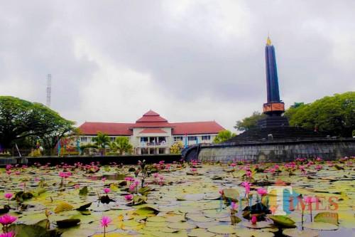 Keindahan Alun-Alun Tugu  sebagai salah satu ikon Kota Malang. (Yogi Iqbal/MalangTIMES).