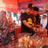 Kepala Bappeko Ery Cahyadi saat membuka sentra UKM di Kecamatan Bulak