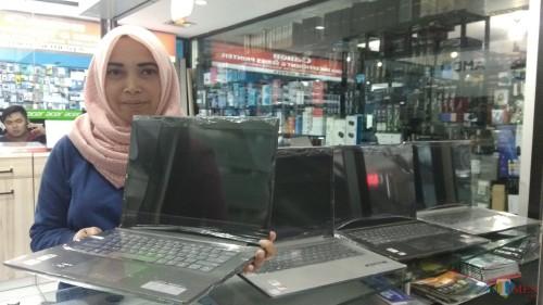 Penjualan laptop di Malang mengalami penurunan sekitar 20 persen sepanjang Ramadan. (Foto: Nurlayla Ratri/MalangTIMES)